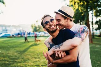 Cuplu gay trimis pe o insulă unde homosexualitatea e ilegală, după un concurs