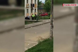 Polițiști și jandarmi atacați cu bâte și topoare de indivizi nervoși care făceau grătar la bloc