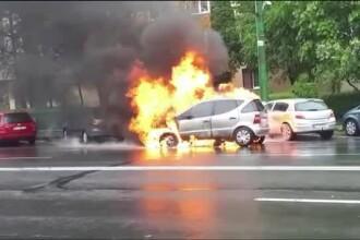 Mașina unui șofer din Brașov a luat foc în mers. Bărbatul a privit neputincios la flăcări