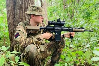 Soldat ucis de un elefant în timp ce patrula prin iarbă înaltă de 2 metri