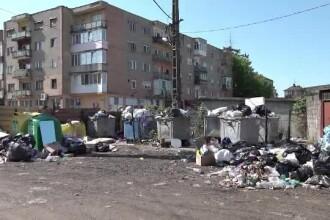 Cantități uriașe de gunoaie pe străzi, în localități din Arad. Neînțelegerile dintre firme