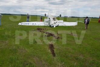 Avion prabușit la Ploiești. Pilotul ar fi ieșit singur din epavă și a fost dus la spital
