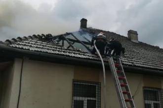 Școală din Maramureș cuprinsă de incendiu. Prima ipoteză a anchetatorilor