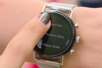 Creștere spectaculoasă a vânzărilor la ceasuri și brățări inteligente. Ce adoră românii la ele