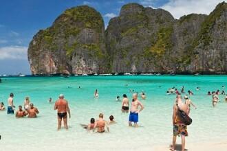 Plaja distrusă de turiști va rămâne închisă cel puțin 2 ani. GALERIE FOTO