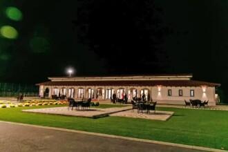 Vacanțe în România ca în Italia. Clienții culeg struguri, fac must și cupaje de vinuri