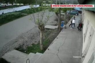 Vaslui: un tânăr este bătut crunt, în timp ce doi martori se uită și fumează liniștiți