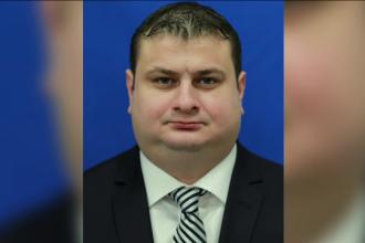 Deputatul Mitică are cont pe Tinder, însă nu prea vorbește în Parlament: 7 minute în 3 ani