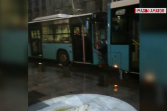 Două autobuze ale STB s-au ciocnit lângă Cișmigiu. Unui șofer i s-a făcut rău la volan