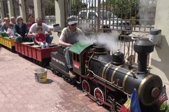 Locomotiva condusă de Walt Disney plimbă copiii din Arad. Cât a plătit un colecționar