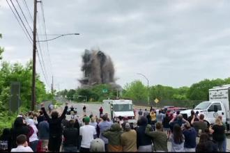 Momentul în care o clădire se prăbușește în doar câteva secunde. VIDEO