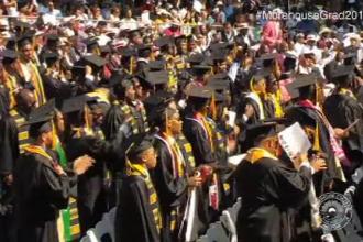 Studenți lăsați fără cuvinte de gestul unui miliardar. Anunțul făcut la festivitatea de absolvire