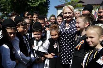 """Dăncilă, la Suceava: """"S-au făcut drumuri, s-a investit în școli"""". Cine a contrazis-o"""