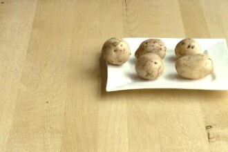 Motivul pentru care românii mănâncă mai puțini cartofi. Ce preferă la restaurant