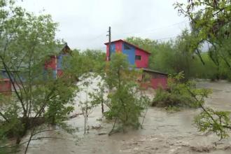 Zeci de localități din toată țara afectate de furtuni. Când se opresc ploile