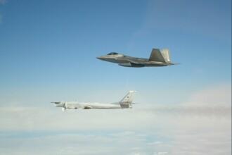 Momentul în care 6 bombardiere și avioane de vânătoare rusești sunt interceptate de F-22 americane