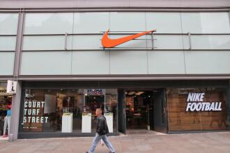 Gafă de proporții la Nike: de ce a fost retras de la vânzare cel mai nou model de pantof sport