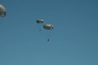 Exerciţiu NATO în România. Militarii au simulat un desant aerian