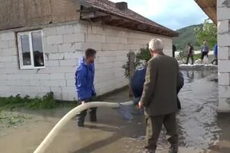Revoltător. Mai multe case au fost inundate după ce a fost furată o țeavă dintr-un dig