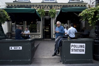 Cetăţeni europeni din Marea Britanie, împiedicaţi să meargă la vot