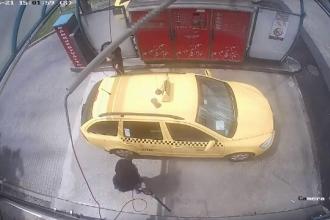 Cum a fost jefuit un taximetrist din Ungaria în timp ce-și spăla mașina într-o benzinărie
