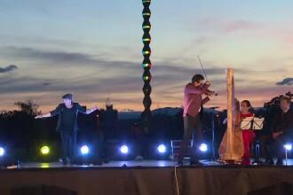 Alexandru Tomescu, spectacol inedit lângă Coloana Infinitului din Târgu Jiu