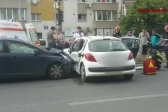 Un bărbat a fost rănit într-un accident provocat de neacordarea de prioritate, în București