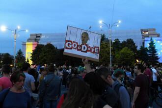 Piața Victoriei, loc de petrecere după europarlamentare și condamnarea lui Dragnea