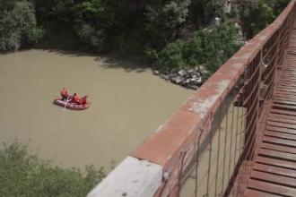 Un bătrân a murit înecat când încerca să arunce gunoi în râul Ialomiţa