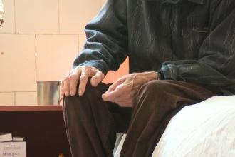Ororile prin care trec bătrânii într-un azil din Moieciu, Brașov: