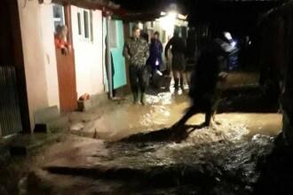 Inundaţii în Hunedoara. Un bărbat a murit în subsolul unui bloc inundat
