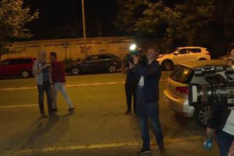 VIDEO. Momentul în care se aruncă cu apă la sediul PSD peste protestatari și jurnaliști