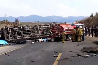 Autocar cu pelerini făcut scrum în Mexic, după impactul cu un camion: sunt 21 morți. VIDEO