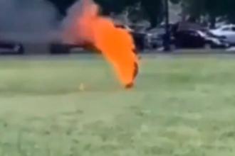 Imagini tulburătoare. Un bărbat și-a dat foc în fața Casei Albe, în Washington. VIDEO