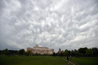Ploi torențiale și vijelii. Prognoza meteo în timpul vizitei Papei Francisc în România