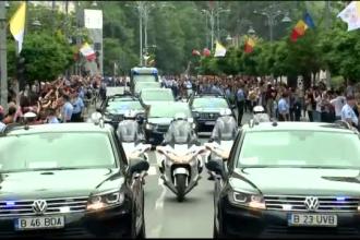 Papa în România. Reacția românilor când l-au întâlnit pe drum prin Capitală