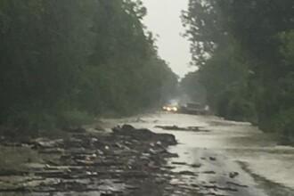 Cum arată drumul național închis din cauza ploilor torențiale. VIDEO
