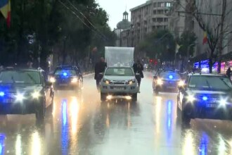 Papa Francisc în România. La finalul zilei, Suveranul Pontif a salutat mulțimea care îl aștepta pe o ploaie torențială