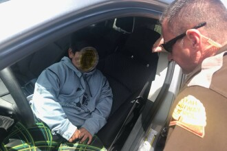 Un copil de 5 ani, tras pe dreapta de poliție, în timp ce conducea. Ce plan avea cel mic