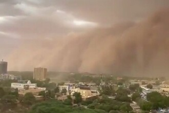 VIDEO. Fenomen meteo extrem. Un zid uriaș de nisip a rămas
