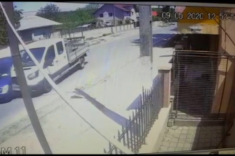 Accident grav între Târgoviște și Ploiești. O mașină, izbită în plin de o camionetă de marfă