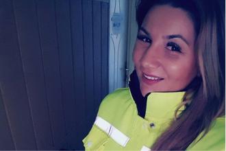 Polițistă din Constanța, anchetată de șefi după ce s-a pozat pe plaja din Mamaia