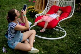 O fotografie cu bliț a salvat viața bebelușului lor. Cum a fost posibil