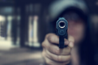 """Două fete, de 11 și 12 ani, împușcate mortal în timpul unei petreceri la piscină: """"A fost oribil, îngrozitor"""""""