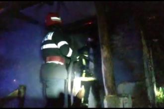 Incendiu pornit de la o lumânare uitată aprinsă. Ce au descoperit pompierii înăuntru