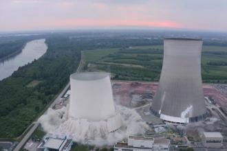 VIDEO. Momentul în care două turnuri de 150 de metri înălțime sunt demolate