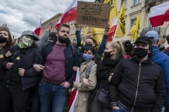 Proteste împotriva restricţiilor în mai multe state din Europa. Mii de oameni au ieșit în stradă