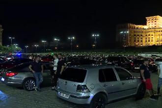 Piața Constituției din București a fost luată cu asalt de tineri. Ce au făcut polițiștii