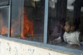 Caz șocant: O femeie alăptează copiii mamelor ucise în atacul comis asupra unei maternităţi din Kabul