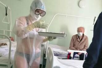 O asistentă medicală a tratat pacienți bolnavi de covid într-un costum foarte transparent